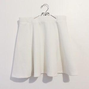 H&M White Flare Skirt | NWOT | M ✨